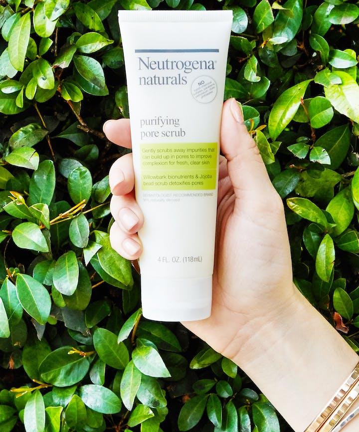 Neutrogena® Naturals Purifying Pore Scrub