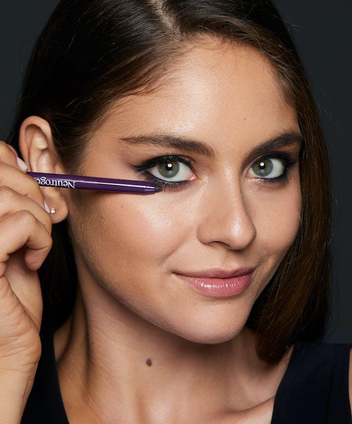 Neutrogena® Smokey Kohl Eyeliner